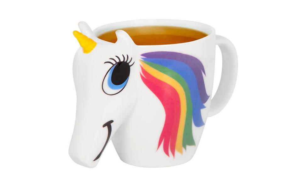 Fargeskiftende kopp med varmt innhold